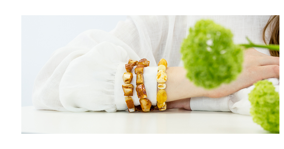 A fine romance between Amber and Linen Or How to style Amber Jewelry