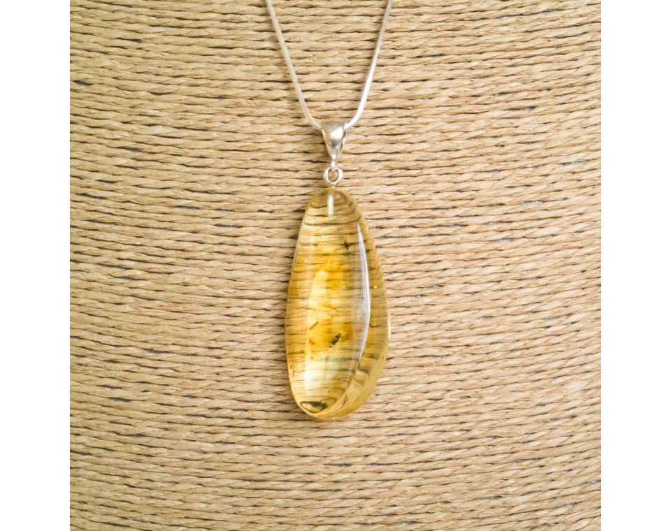 Amber pendant with inclussions #02