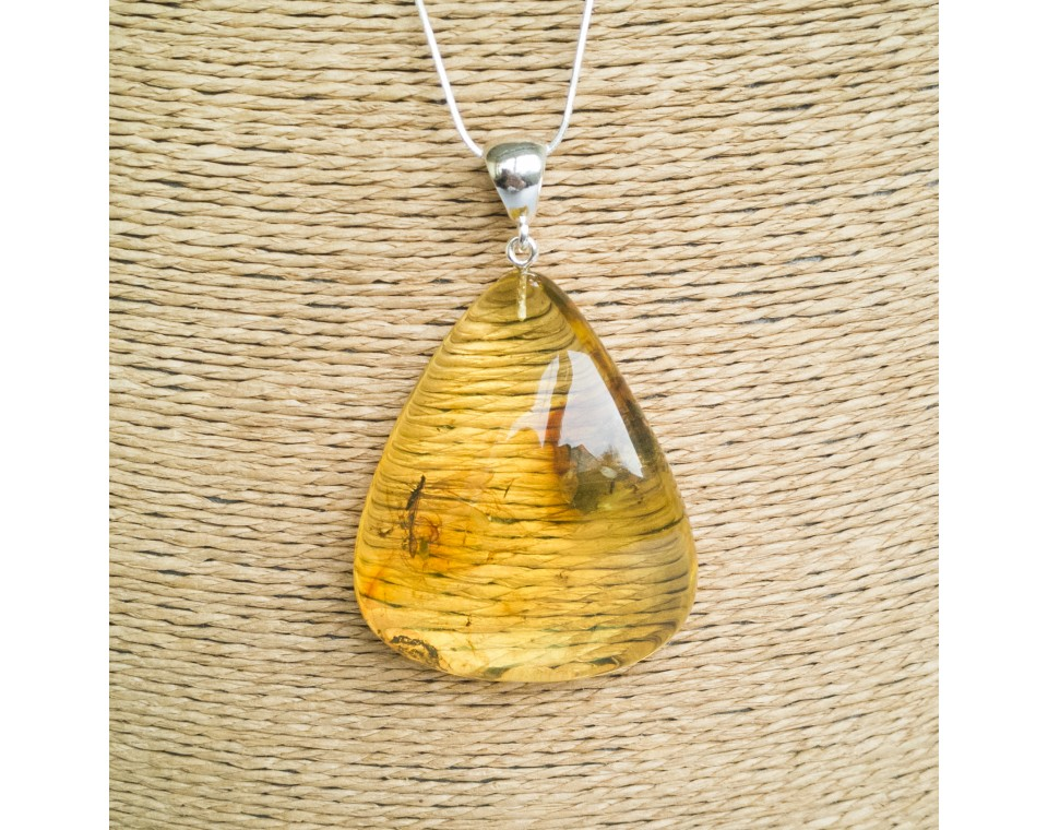 Amber pendant with inclussions #32