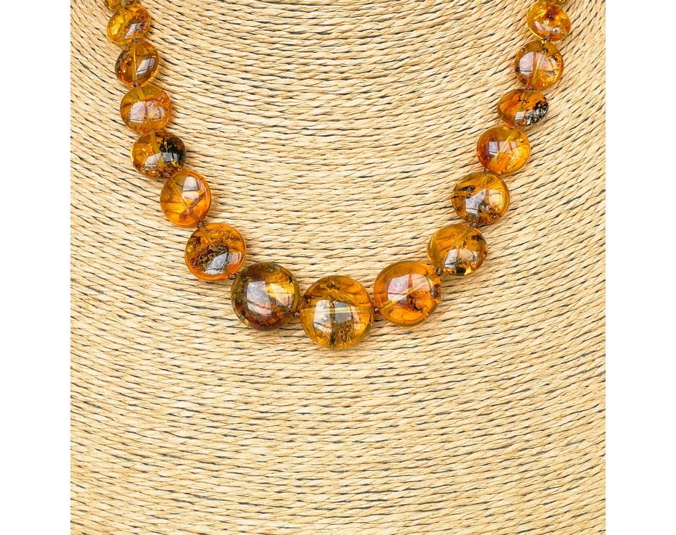 M round cognac necklace