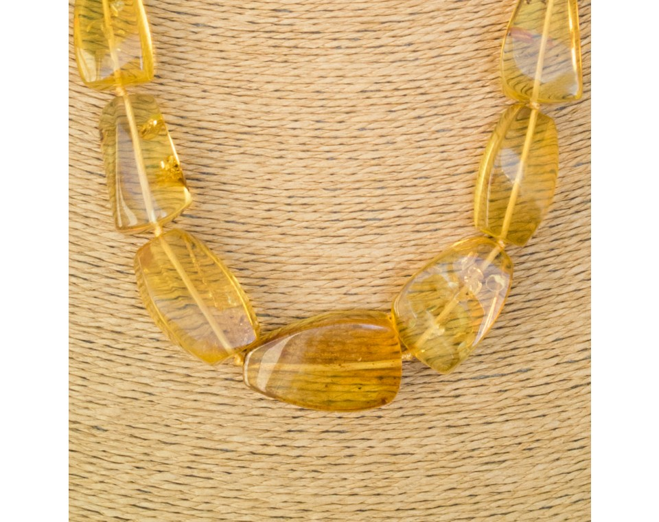 Fragmented copal necklace in light cognac color #02