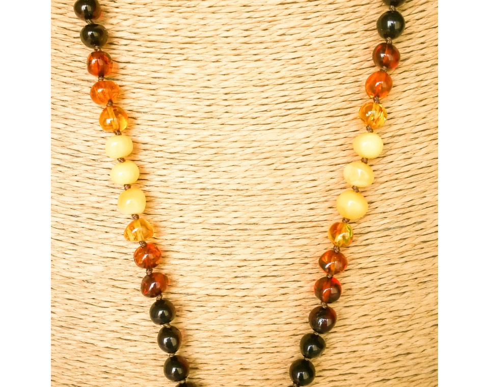 1 twisted shape green pendant x rainbow beads necklace