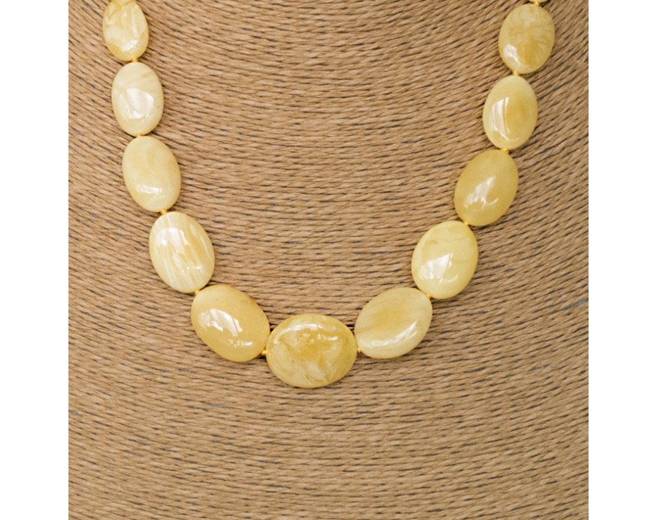 L yellow olive necklace