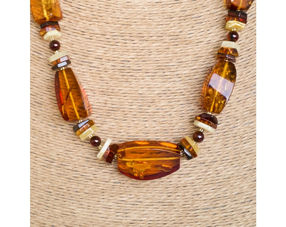 Large faceted fragments cognac color necklace