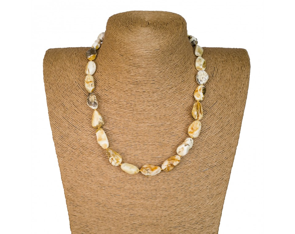 M super white baroque necklace