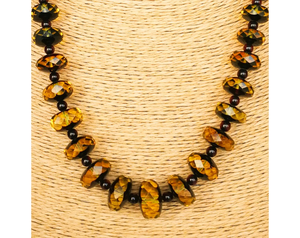 Green faceted tablets & round cherry beads necklace