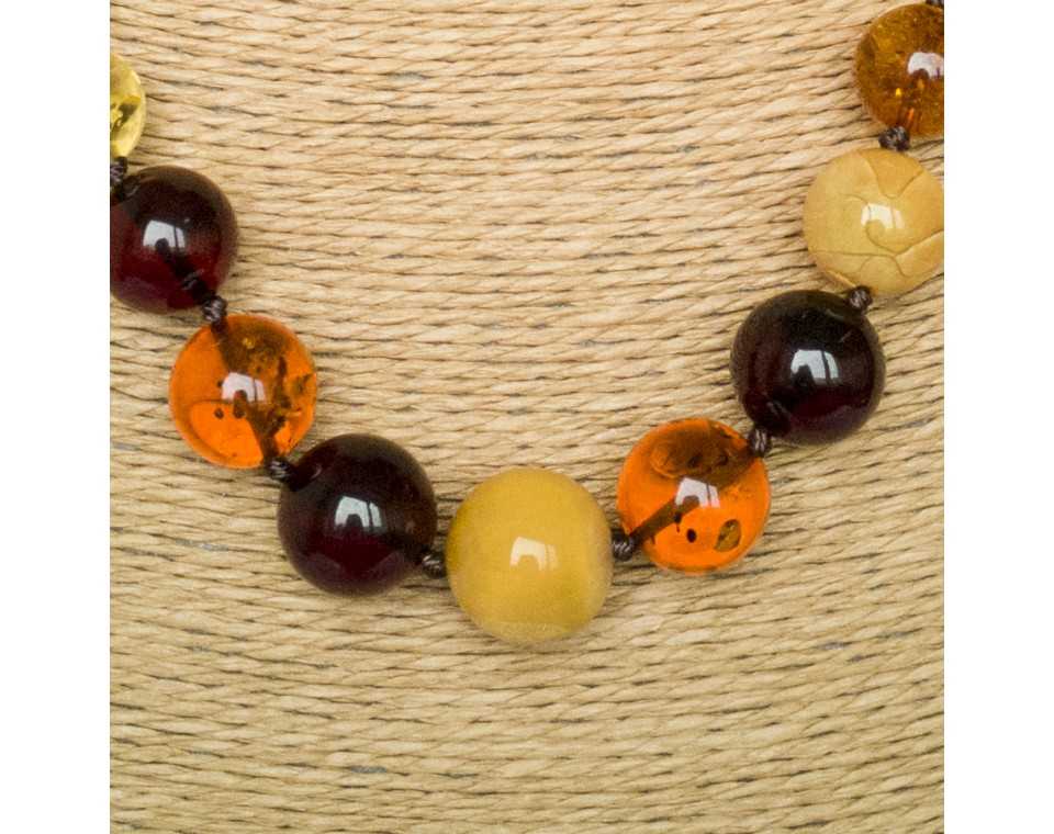 Round multicolor amber necklace (15mm)